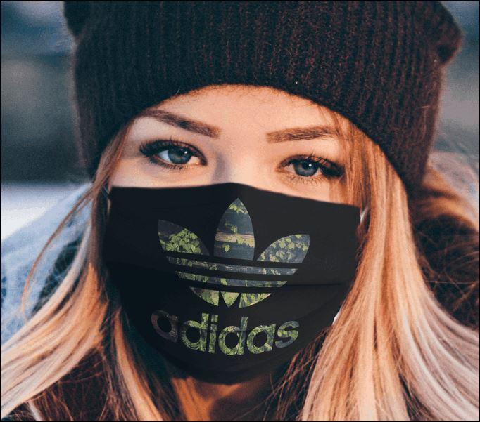 Logo Adidas face mask