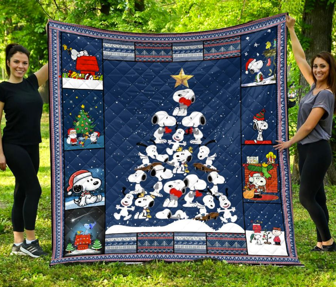 Snoopy Christmas tree quilt