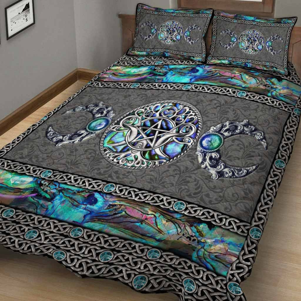 Mystery Spirit Triple Moon Witch Quilt Set 1